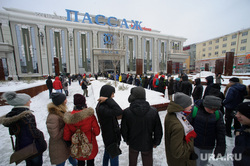 """У ТЦ """"Пассаж"""" открыли экспресс-скульптор Pin Art 3D. Екатеринбург, толпа, тц пассаж, очередь"""