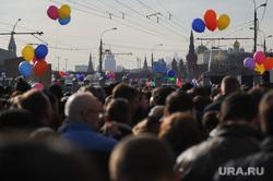 Митинг-концерт к годовщине присоединения Крыма. Москва, толпа, шары, кремлевская стена