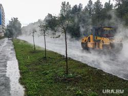 Дождь и асфальтоукладчики Челябинск, дорожный ремонт, дождь, асфальтоукладчик