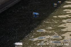 Обмеление реки Исеть. Екатеринбург, мусор в воде