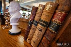 Английский паб Britannia. Екатеринбург, книги, британния, черчилль, бюст