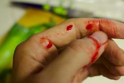 Открытая лицензия на 04.08.2015. Нож. Кровь., нож, убийство, криминал, руки в крови