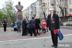Возложение венков на аллее Славы Курган, ветеран войны, бюст шумилова
