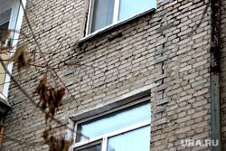Аварийный дом Красина 66Курган, трещина в стене, улица красина66