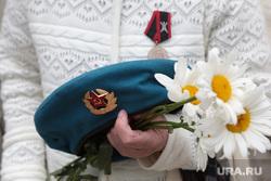 День ВДВ в Перми, праздник, вдв, ромашки, память героям, цветы, голубой берет