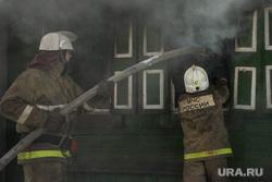 Пожар в Первоуральске, пожарные, тушение огня, происшествие