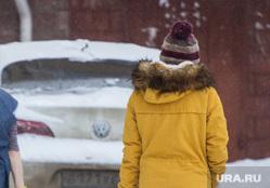 Снег. Ханты-Мансийск., уборщица, прогулка с собакой, зима