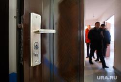 Визит Куйвашева в Реж, дверь, квартира, жилплощадь