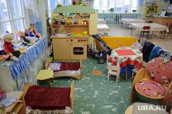 Недостроенный детский сад в посёлке Вогулка Шалинского городского округа и старый рядом с ним, детский сад