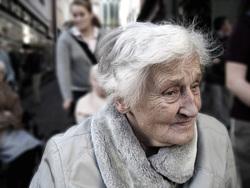 Открытая лицензия на 28.07.2015. Эмоции, пенсионерка, грусть, старость, печаль, бабушка