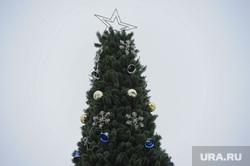 Строительство ледового городка на площади Революции. Челябинск, елка, украшения