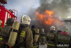Пожар на улице Карьерной, 30. Екатеринбург, мчс, дым, пожар, пожарная охрана, огонь, пожарные