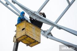 Строительство колеса обозрения КРК Мегаполис Челябинск, рабочие, автовышка, покраска, маляры, рампа