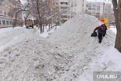 Выезд по уборке снега. Челябинск., снег, горка, школьник, мальчик, куча