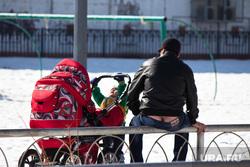 Школа и дети. Нижневартовск., коляска, отец с ребенком, семья, попа, папа, дети