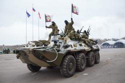 Росгвардия демонстрирует новинки вооружения и техники, флаг, бронетранспортер, росгвардия