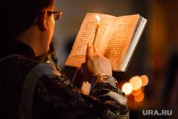 Погребение плащаницы Христа в Свято-Троицком Соборе. Екатеринбург, священник, книга, свеча, чтение, православие, служба