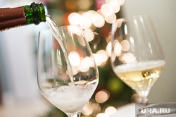 Дегустация игристого вина в энотеке