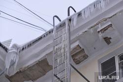 ЖКХ. Снег. Сосульки. Челябинск., крыша, лестница, сосульки, жкх