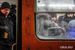 Екатеринбург в морозные дни, толпа, трамвай, холод, пассажиры, портвейн, общественный транспорт, алкоголь, давка, три семерки