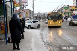 Пассажирский транспорт Курган, троллейбус, автобусная остановка, общественный транспорт