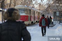 Микрорайон Уралмаш без света. Екатеринбург, трамвай, пешеходы