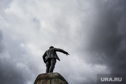 Клипарт. Екатеринбург, памятник свердлову, непогода, город екатеринбург, тучи