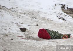 Место убийства. Курган, цветы