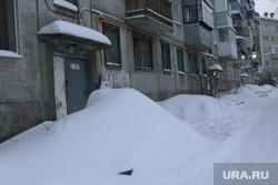 Город в снегу. Курган., снег во дворе, зима