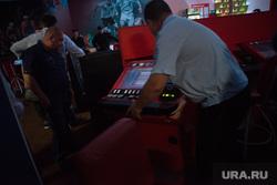 Рейд в подпольное казино. Екатеринбург, рейд, игровые автоматы, полиция, изъятие