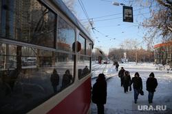 Микрорайон Уралмаш без света. Екатеринбург, трамвай, общественный транспорт, пешеходы