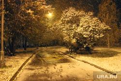 Вечер снег Курган, снегопад, парк, фонарь, вечер