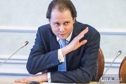 Сысоев Владимир, зампредседателя тюменской областной Думы. Тюмень, сысоев владимир, жест рукой