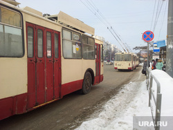 Троллейбусы Челябинск авария, остановка, троллейбус