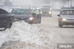 Снег в городе. Нижневартовск., зима, проезжая часть, метель, сугроб на дороге