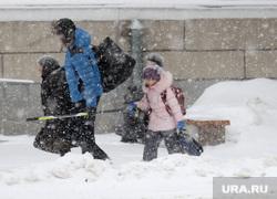 Снег, пурга в городе Курган, снегопад, пурга, зима