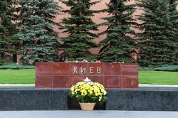 Аллея городов-героев в Александровском саду. Москва, киев, город-герой
