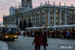 Общественный транспорт. Екатеринбург, администрация екатеринбурга, трамвайная остановка, общественный транспорт, площадь 1905года