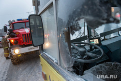 Пожар в троллейбусе на перекрестке Мамина Сибиряка - Малышева. Екатеринбург, пожарная машина, кабина водителя, последствия пожара