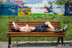 Стенограффия-2014. Екатеринбург, граффити, сон, скамейка, отдых, бродяга, стрит-арт, лето, стенограффия 2014