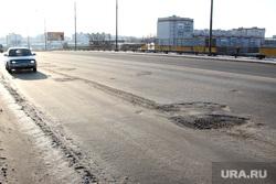 Мост ул Бурова Петрова (дорожное покрытие) Курган, мост улица бурова петрова, выбоена в дороге, плохой асфальт