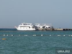 Египет, отдых туристов, море, причал, яхта