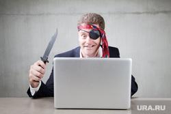киберпиратство, хакер, диски, взятка,коррупция, нож, компьютер, пираты, киберпиратство
