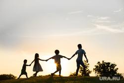 Клипарт коллекторы, долги, кредиты,насилие, семья, отдых, веселье, активный отдых, дети