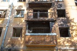 Заброшенная пятиэтажка по адресу: ул. 40 лет Октября, 6. Екатеринбург, заброшенный дом, балконы, разруха, выбитые стекла