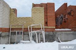 Заброшенная стройка на Заславского, 20. Серов, недостроенный дом, фундамент