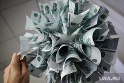 День открытых дверей в ЦБ РФ по Уральскому региону. Екатеринбург, новогодние украшения, бюджет, деньги, украшение, финансирование, тысячные купюры, инфляция, бумажные изделия, казнокрадство, растрата