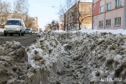 Снег и грязь на дорогах  и во дворах города Курган, грязный снег, проезд затруднен, колея, дорожные проблемы