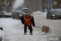 Снежное месиво. Екатеринбург, дворник, уборка снега