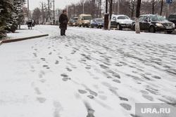 Снегопад. Тюмень, следы на снегу